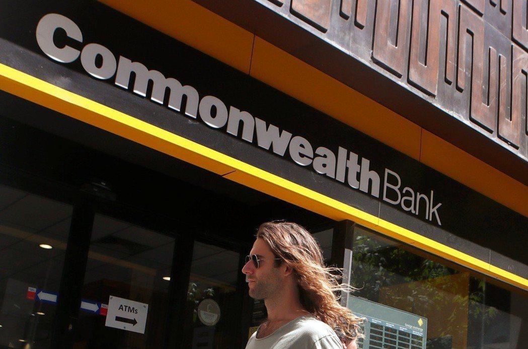 澳洲政黨意外贏得18日大選,激勵銀行股20日上漲,澳洲聯邦銀行(CBA)盤中上揚...