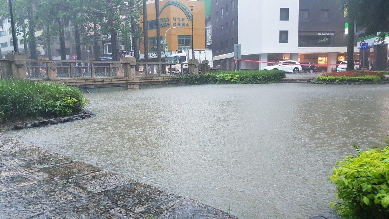 517豪大雨適逢大潮,造成新竹市汪洋一片。圖/報系資料照
