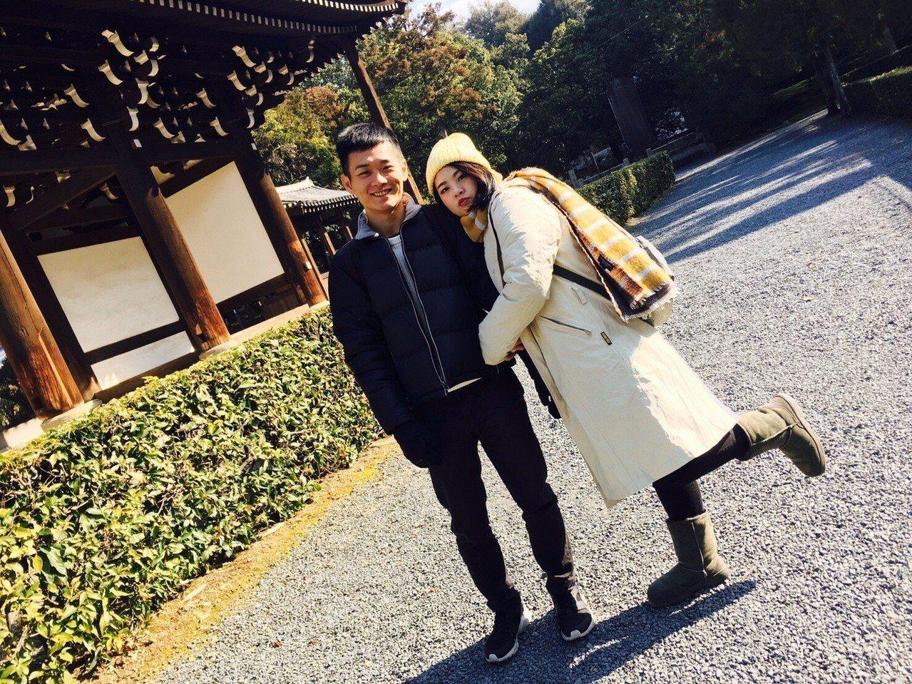 「田中,我愛你」作詞者和演唱者蕭聖諺、合聲蕭雅竹是感情非常好的兄妹,都喜歡唱歌和...