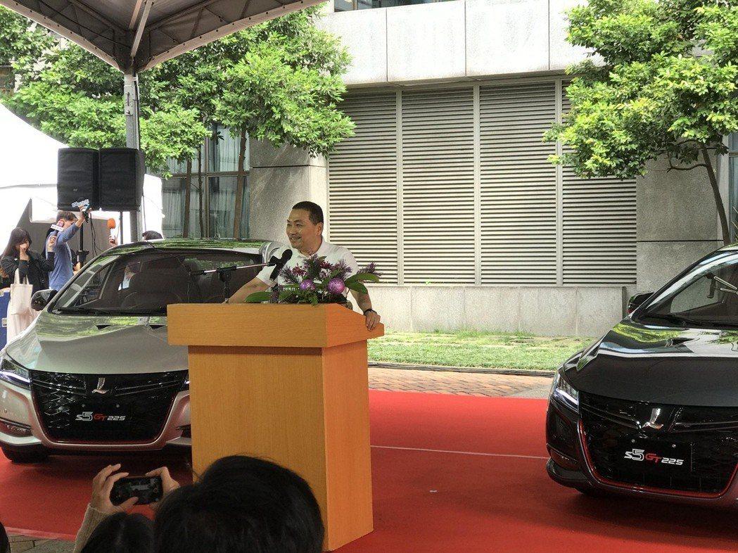 新北市長侯友宜表示,納智捷這兩部車是寶劍贈英雄,幫助打擊犯罪 記者邱馨儀/攝影