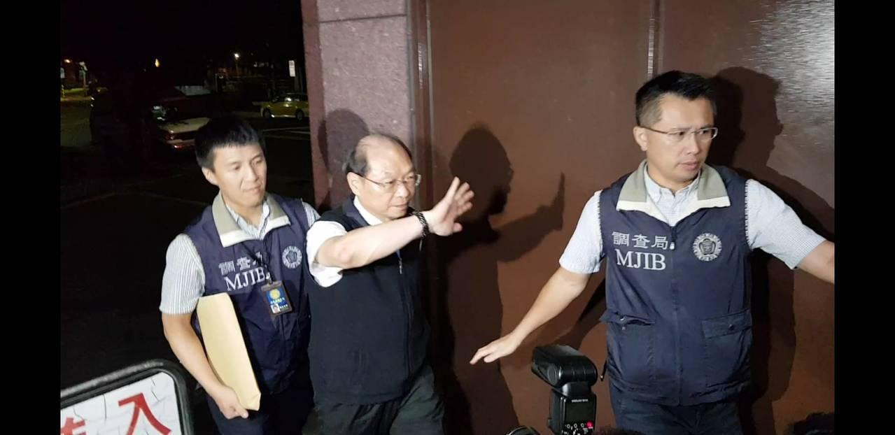 王權宏昨晚移送台北地檢署複訊。記者張宏業/攝影。