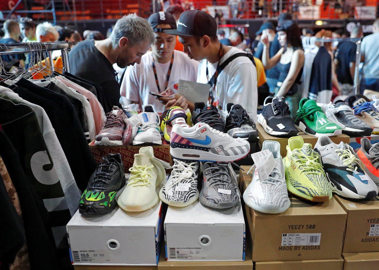 美國對中國商品提高關稅,對運動鞋業衝擊甚大。路透社