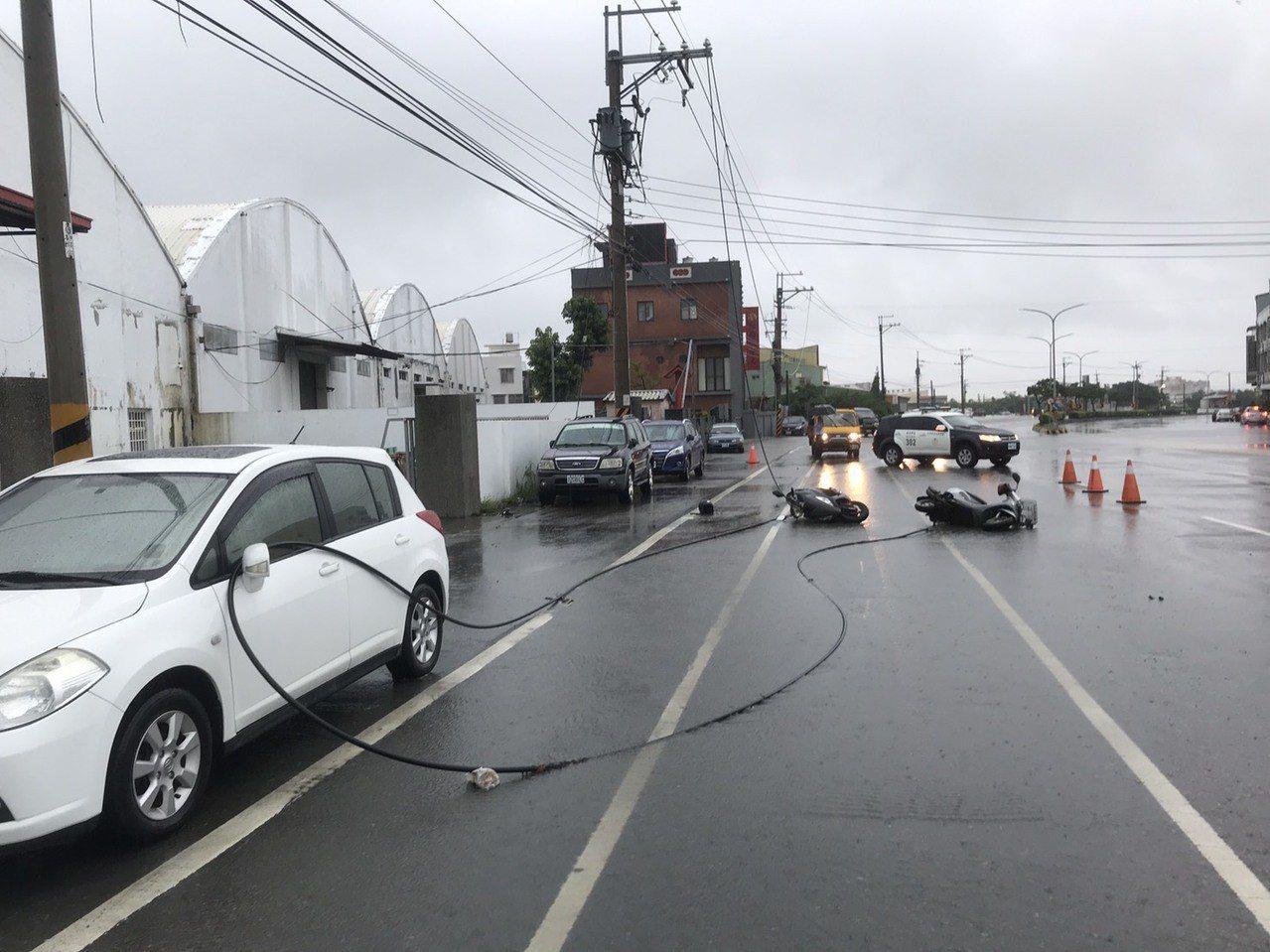 台中市大甲區昨天發生高壓電線斷落,騎士觸電意外,男騎士不治。圖/警方提供