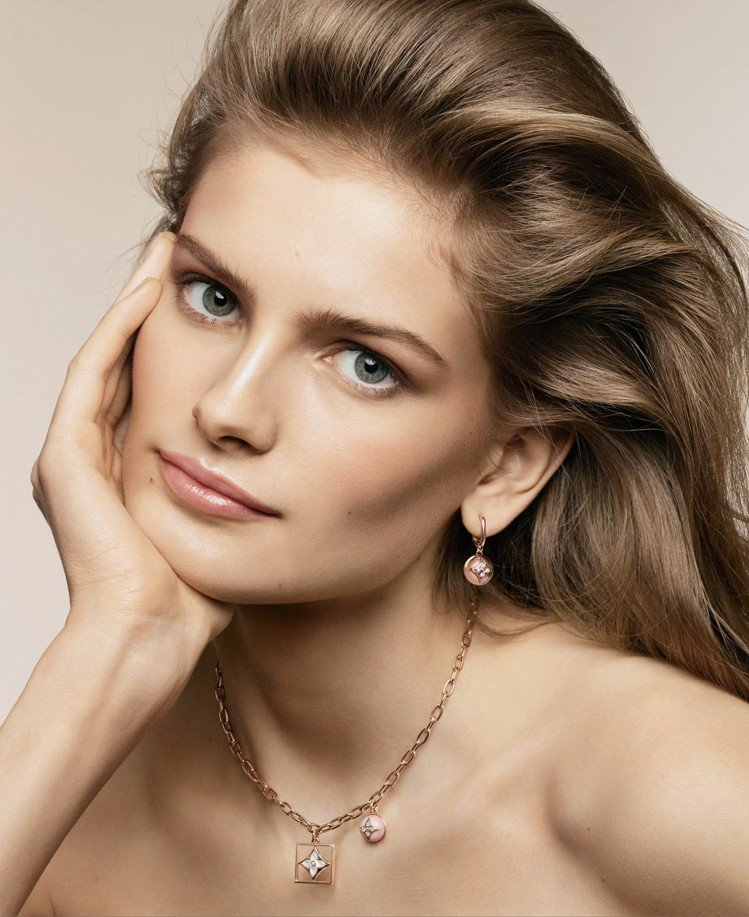 女星Signe Veiteberg演繹全新B Blossom系列高級珠寶。圖/L...