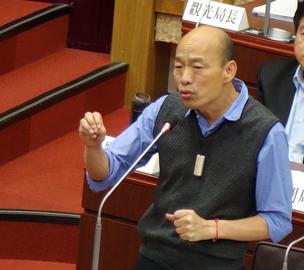 高雄市長韓國瑜昨於議會質詢中,抗議中央卡大林蒲案,經濟部指批評與事實顯有出入。記...