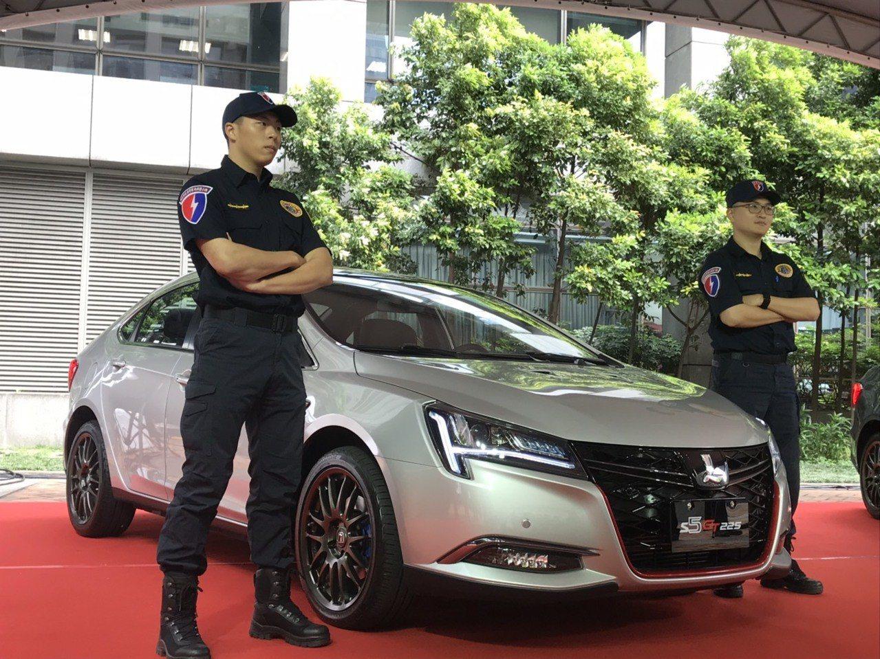 納智捷公司總經理蔡文榮捐贈兩部S5 GT225予新北市警局,作為警用偵防車。記者...