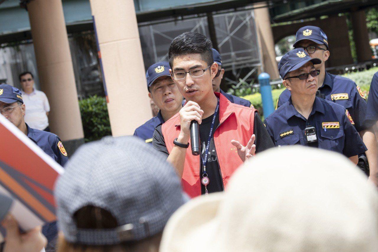美堤食品的今有3、40名移工前往新北市政府進行抗議,新北勞工局外勞科長廖武輝指出...