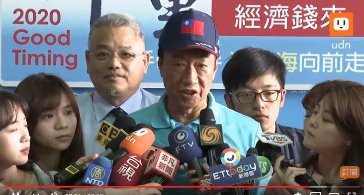 郭台銘表示,他當了總統,要把所有中小企業的手一起牽起來,用高科技改變庶民經濟的生...