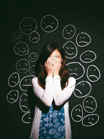憂鬱症的親友大多不知如何應對患者情緒變化,常出現「一人憂鬱,全家混亂」的狀況。圖...