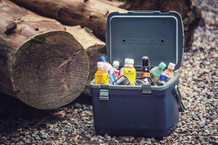 STANLEY限量15.1L行動大冰桶可裝入約21瓶355ml罐裝飲料。原價3,...