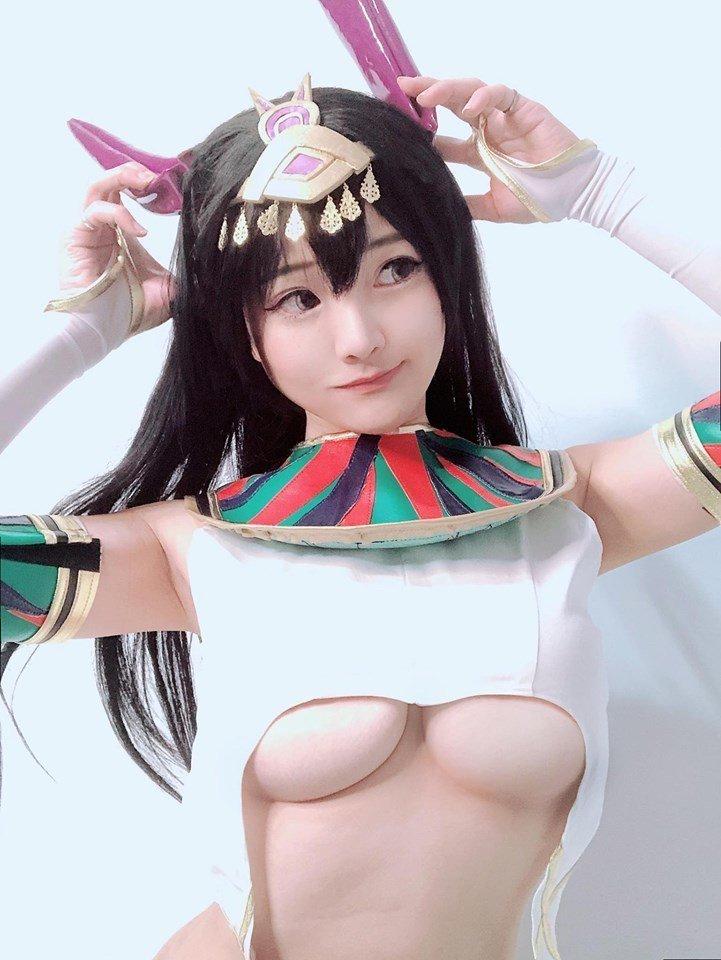 周荀經常以cosplay超萌形象現身,F奶南半球傲人身材令人噴鼻血。圖/摘自臉書