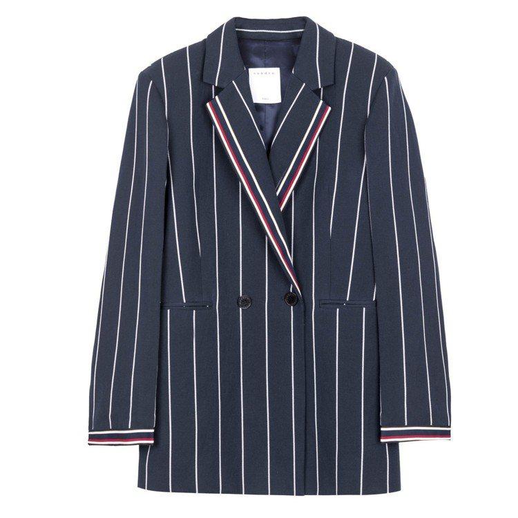Sandro深藍色條紋西裝外套,售價15,070元。圖/Sandro提供