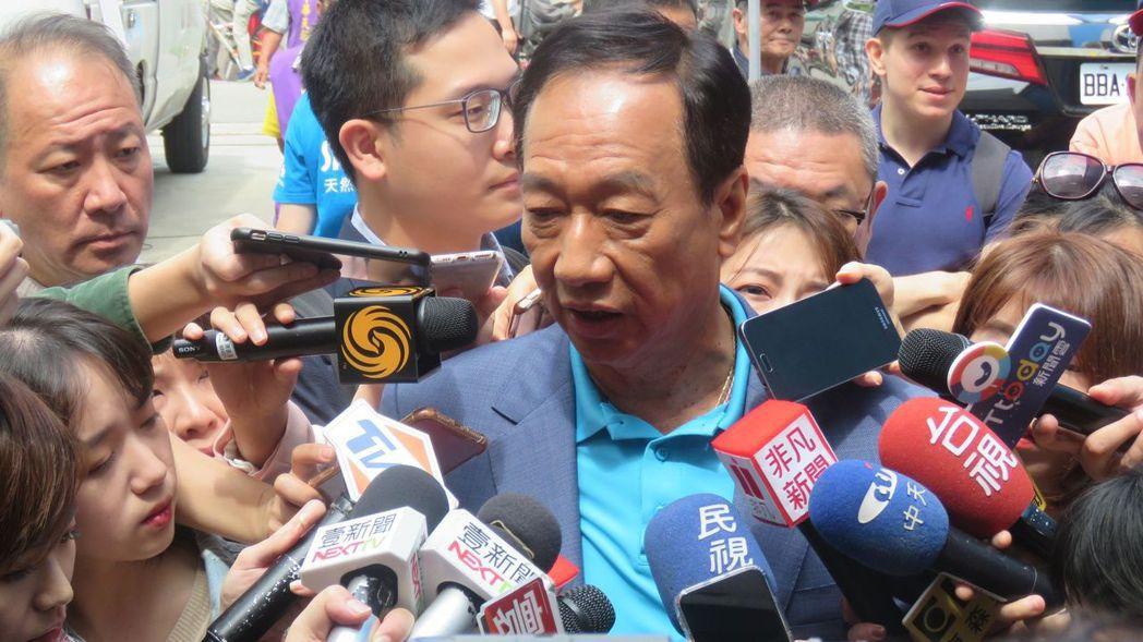 鴻海董事長郭台銘表示:「絕對沒有深圳市政府的合作合資,我在大陸所有的投資,沒有中...