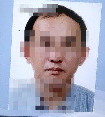 台中市陳姓老翁涉嫌侵占遭通緝,19日遭警方盤查時,他報出弟弟的身分證字號,但照片...