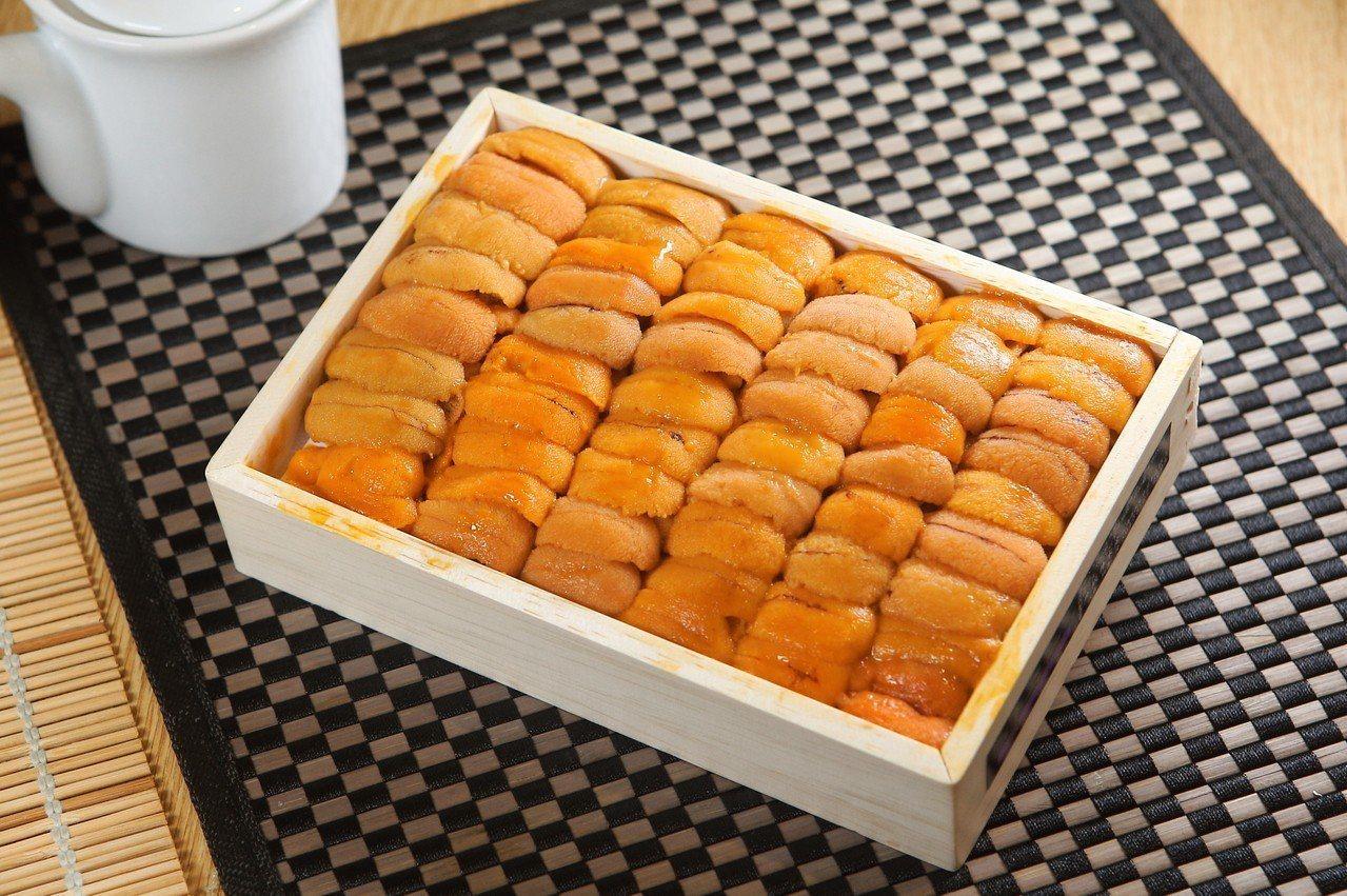 每份海膽天婦羅均是使用日本北海道產馬糞海膽,一卷就內含4~5瓣。記者陳睿中/攝影