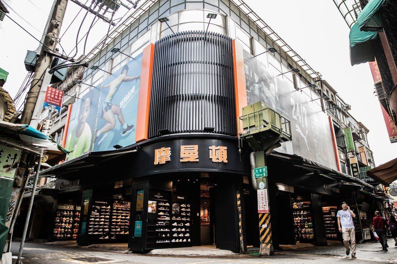 摩曼頓重新改裝士林夜市裡的大東一店。圖/摩曼頓提供
