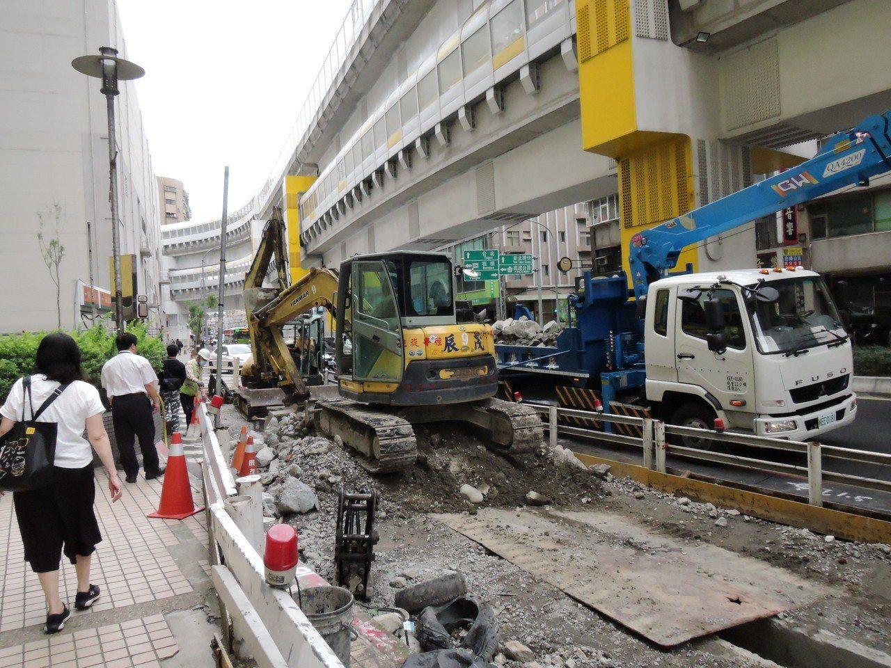 拓寬人行道、公車站重設 環狀線景平路工程6月底完工