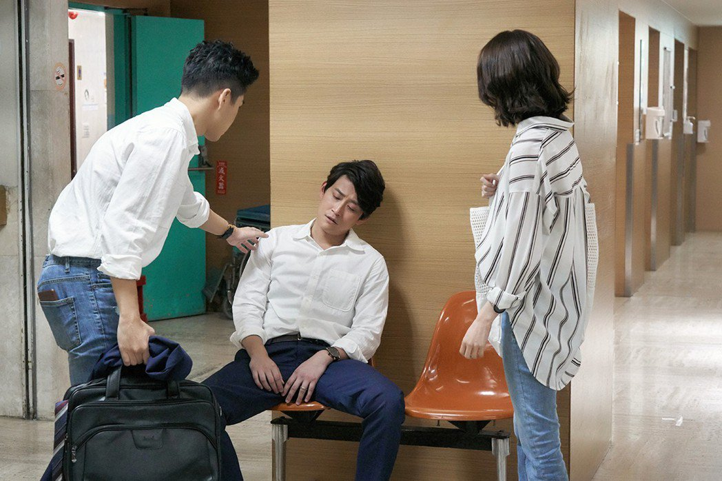 陳乃榮(中)劇中失業。圖/歐銻銻娛樂提供