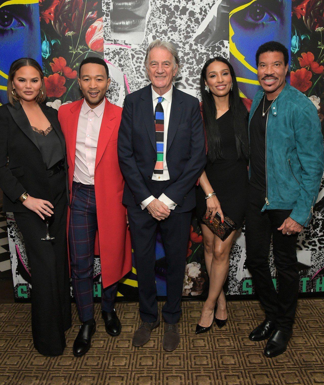 (左起)John Legend、Chrissy Teigen夫婦,Paul Sm...