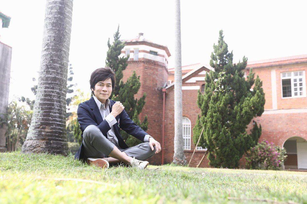 洪榮宏重返母校淡江中學,拍攝新歌「台灣我愛你」MV。圖/華特音樂提供