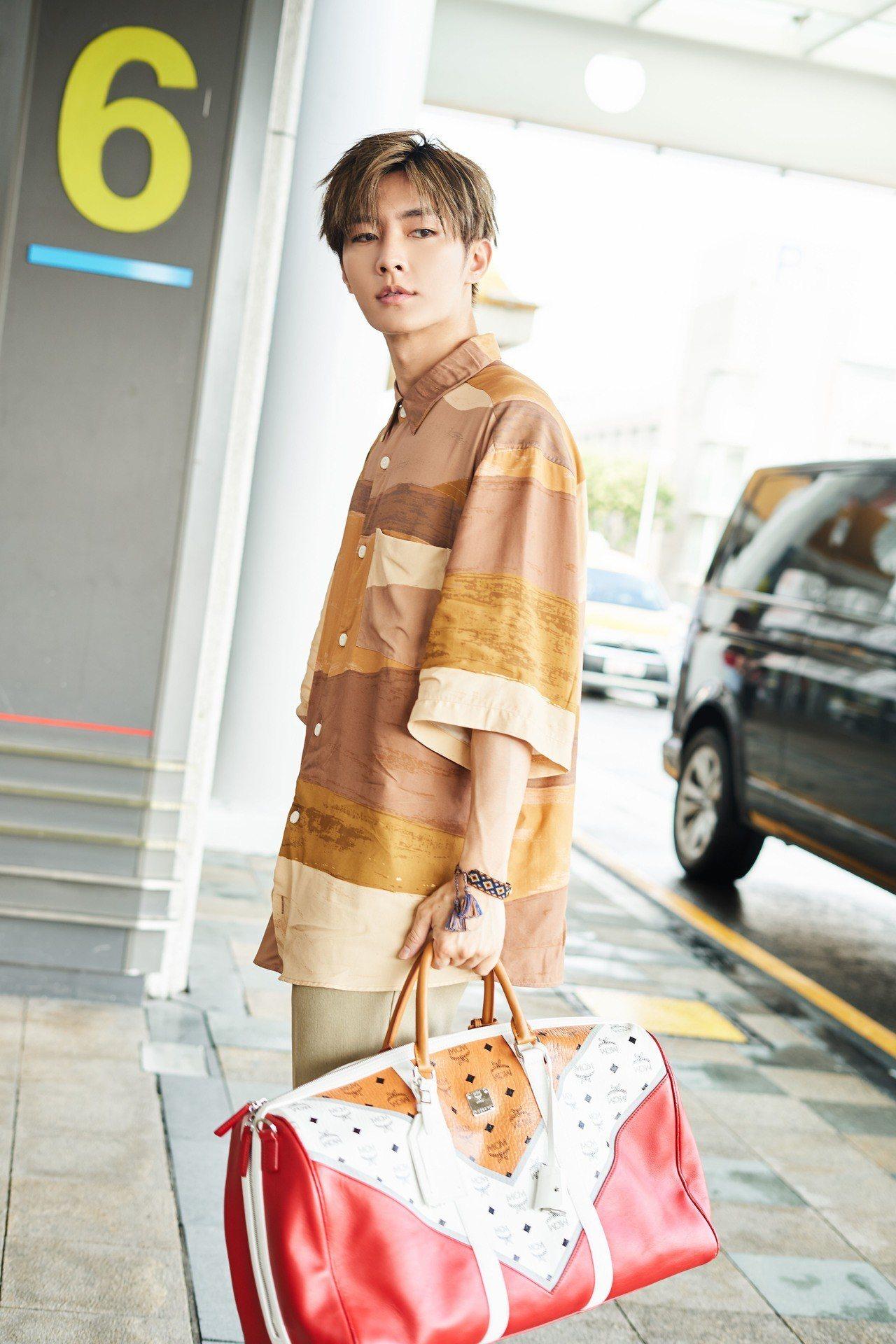 大容量旅行袋儼然成了型男的極佳配備。圖/MCM提供