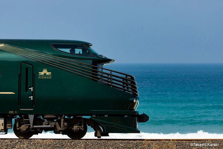 「曙光瑞風號」為JR西日本旗下的頂級奢華列車。圖/可樂旅遊提供