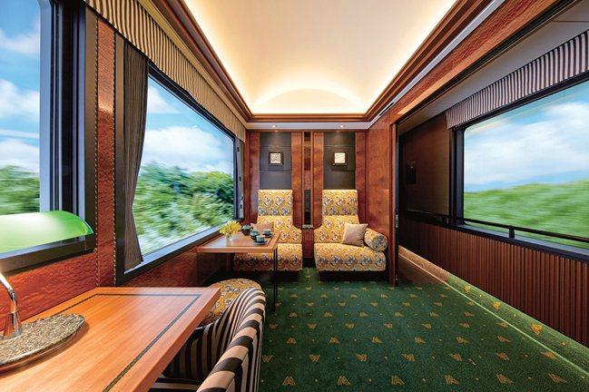 使用原木打造,佐以傳統工藝裝飾的皇家雙人房。圖/可樂旅遊提供
