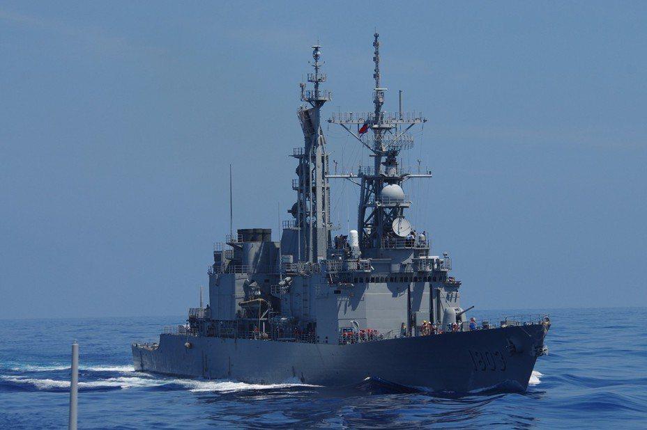 103年漢光卅號演習中的「左營」號驅逐艦。記者程嘉文/攝影
