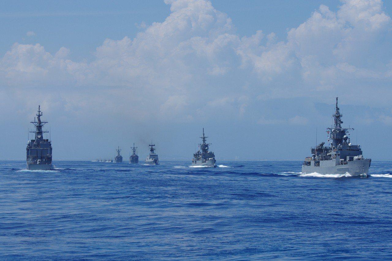 103年漢光卅號演習,參與海上操演的海軍艦隊。記者程嘉文/攝影
