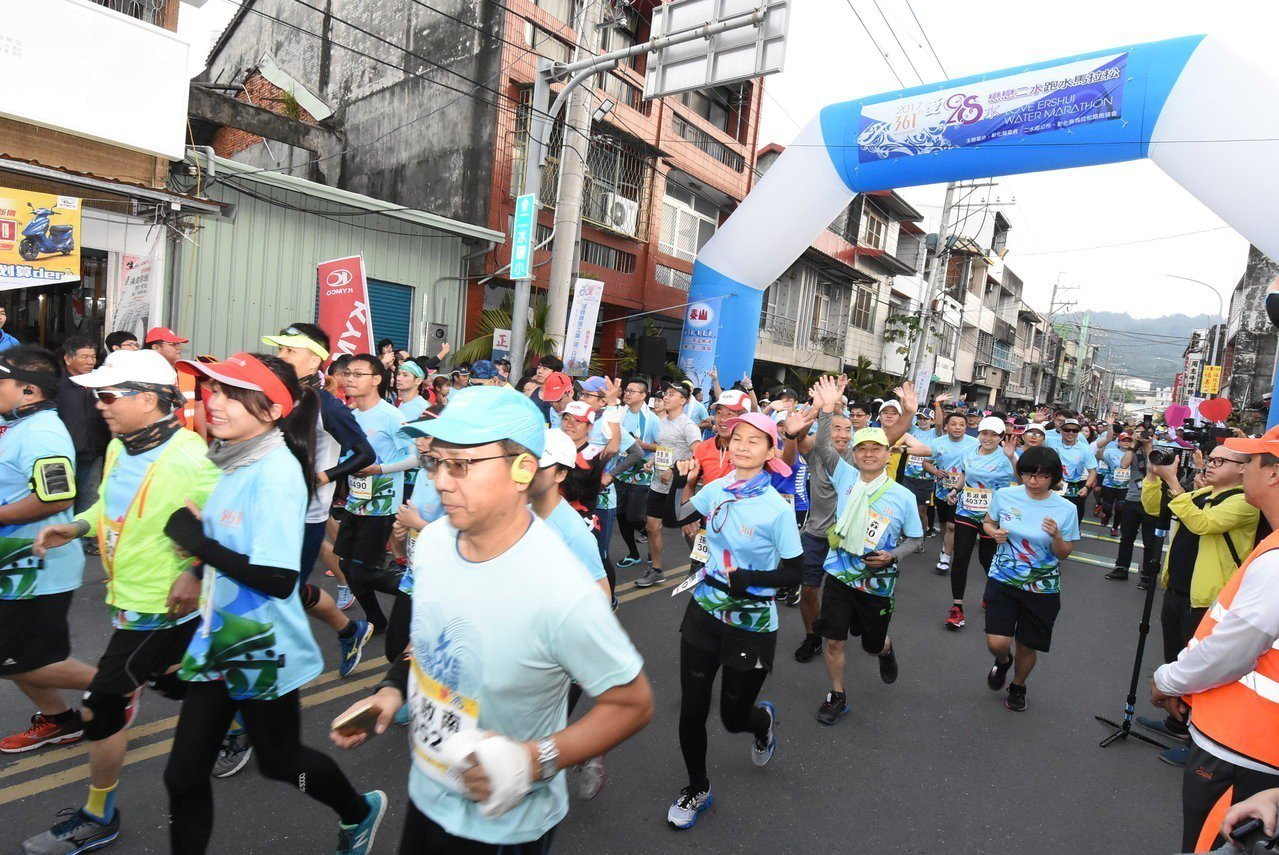 戀戀二水跑水馬拉松是國內最有民俗特色的馬拉松,去年吸引5600名選手報名參加。聯...