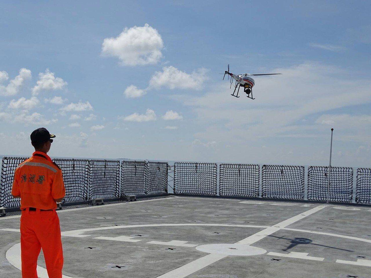 海巡署執行代號「南援四號演練」,呈現太平島人道救援能量提升情形。記者廖炳棋╱翻攝