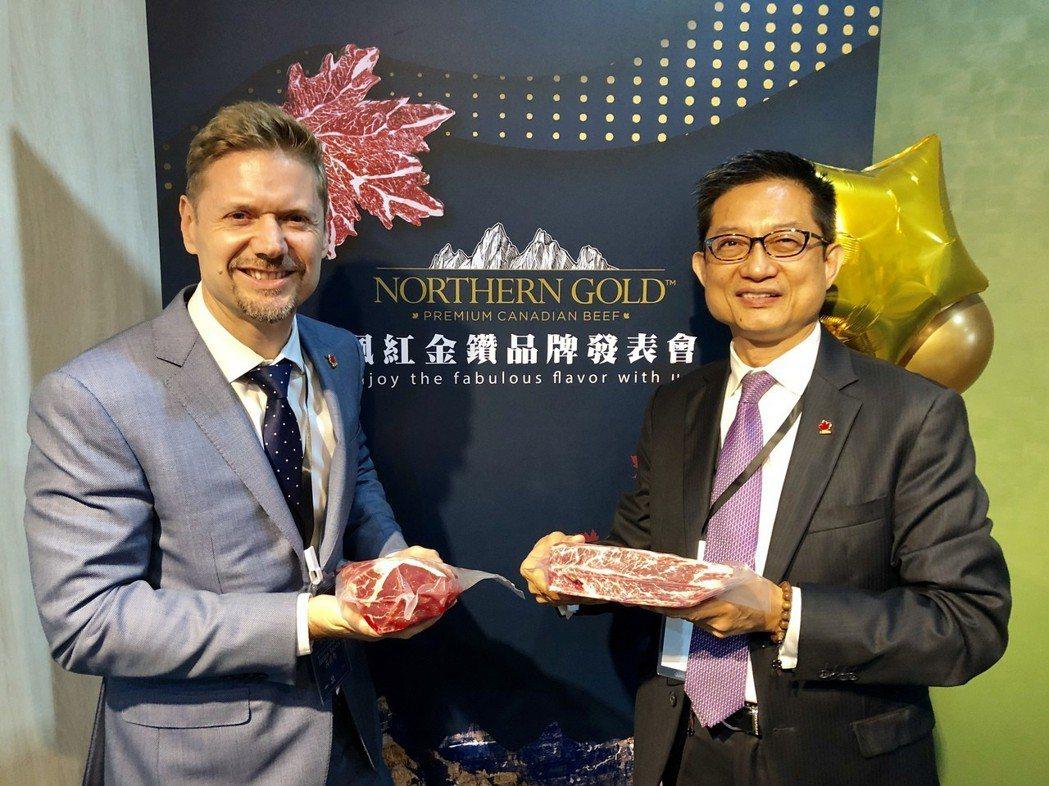 裕國董事長楊連發(右)與加拿大駐台北貿易辦事處代表芮喬丹(左)一同宣布,加拿大「...