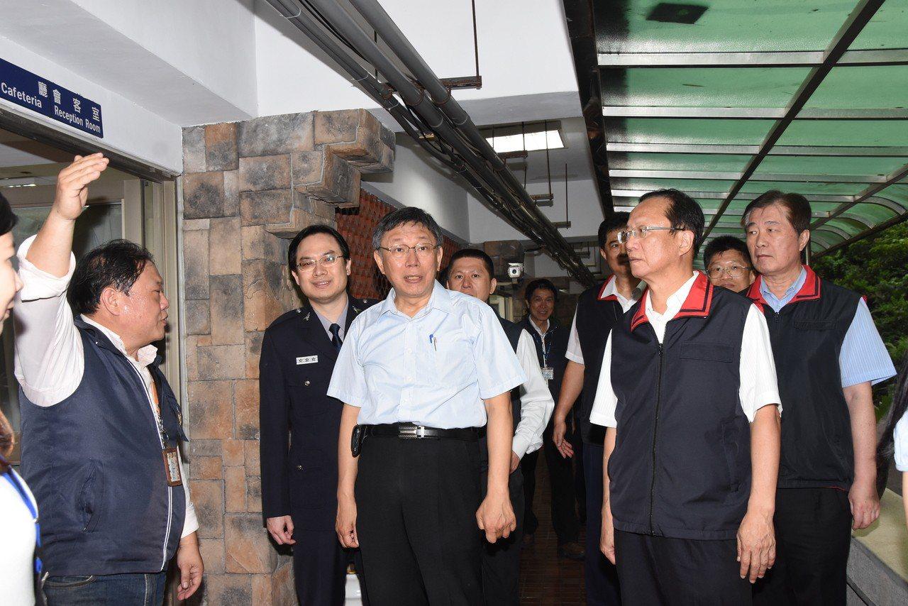 台北市長柯文哲,為萬安42號演習巡視台北市警察局。記者廖炳棋/翻攝