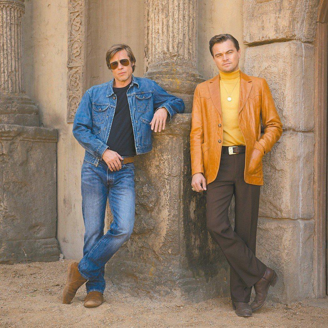布萊德彼特(左)與李奧納多狄卡皮歐首度合演新片「夙昔,有個好萊塢」,造型復古。圖...