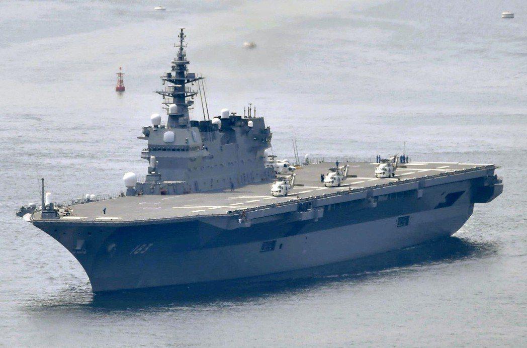 日本海上自衛隊的「出雲號」名為驅逐艦,實際上是準航母,可供直升機起降,近期將改裝...