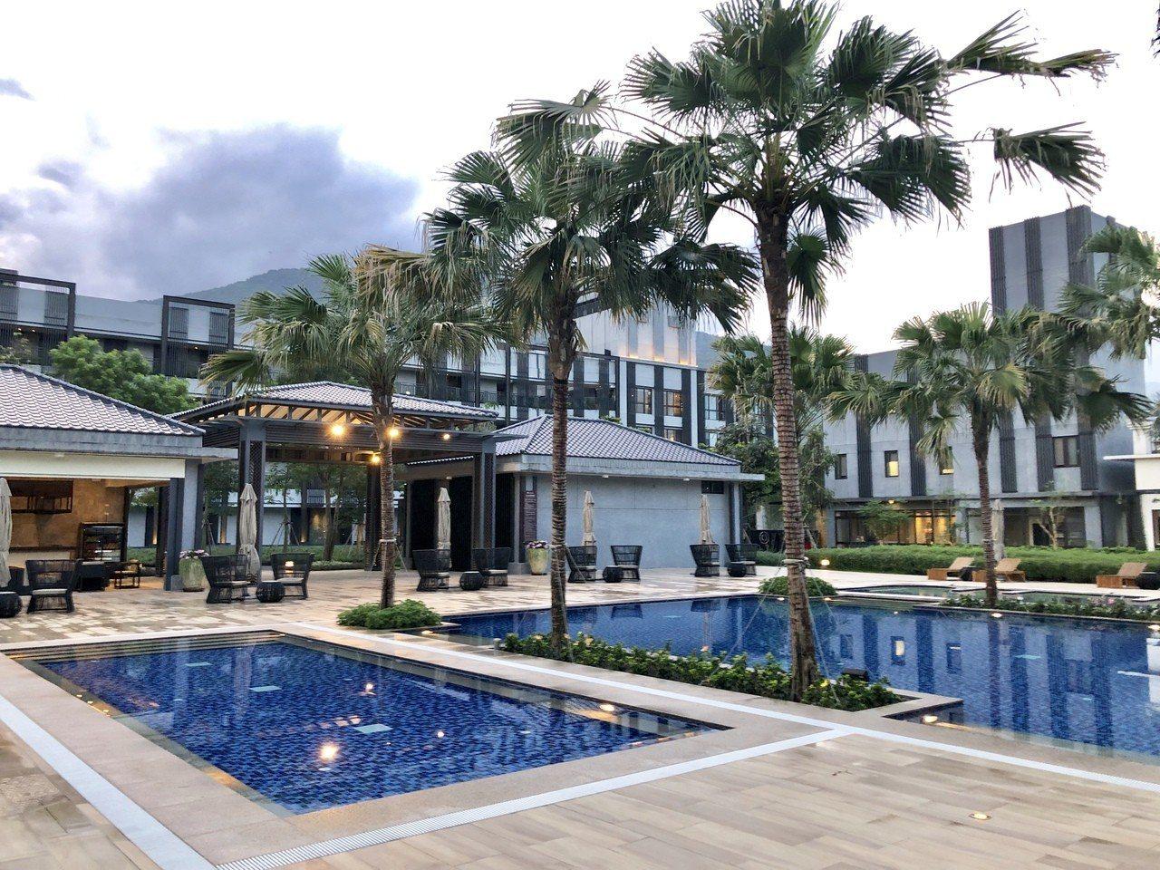 花蓮秧悅千禧度假酒店的戶外泳池區,頗有國外休閒度假的風情。記者宋健生/攝影