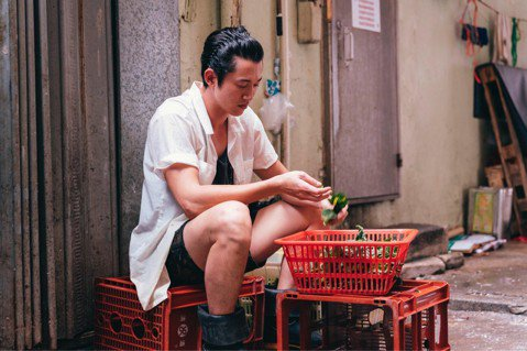 由吳慷仁、蔡卓妍主演的「非分熟女」從籌備以來就備受矚目,吳慷仁也首次「外銷」香港,電影中除了以廣東話演出,更再次出演廚師的角色。獨特的烹飪哲學讓下廚的過程猶如充滿色香的性愛過程,挑起了熟女們的慾望。...