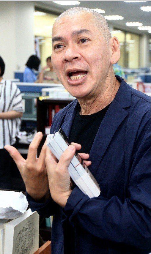 國際名導蔡明亮前進聯合報系,促銷「你的臉」和短片「光」電影票。記者陳正興/攝影