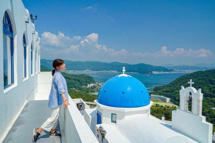 土佐市Villa Santorini與希臘聖托里尼島一樣,同樣擁有藍屋頂、白牆的...