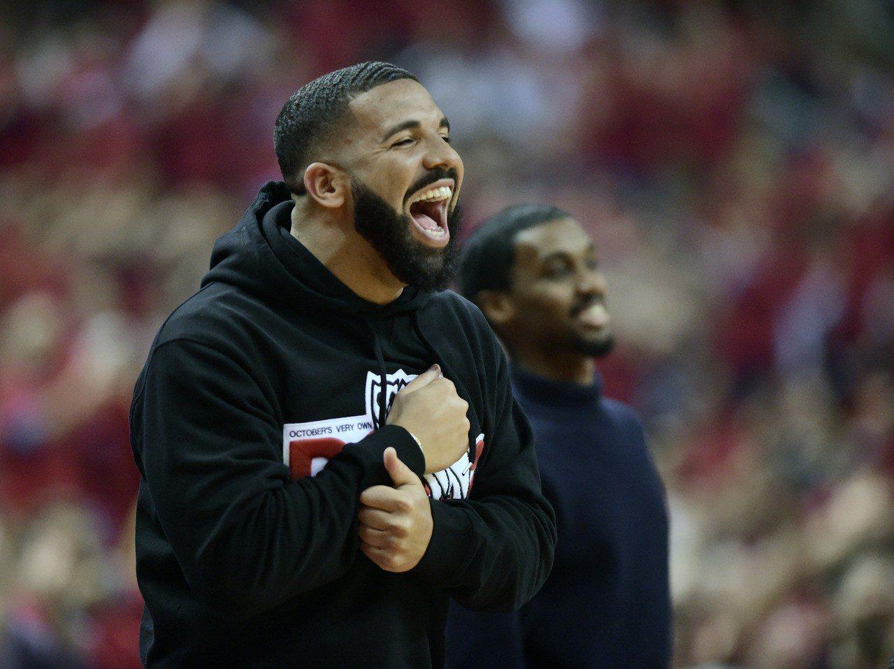 NBA/暴龍形象大使捍衛主場 向字母哥噴垃圾話