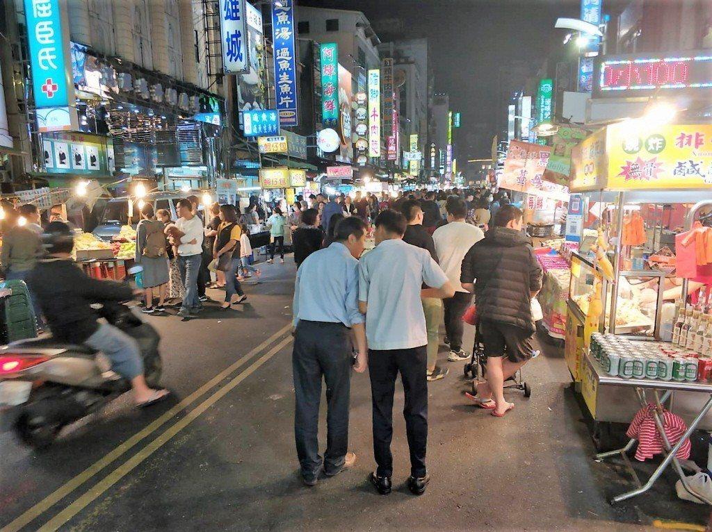 高雄市六合夜市的人潮。 聯合報系資料照片/記者張媛榆攝影
