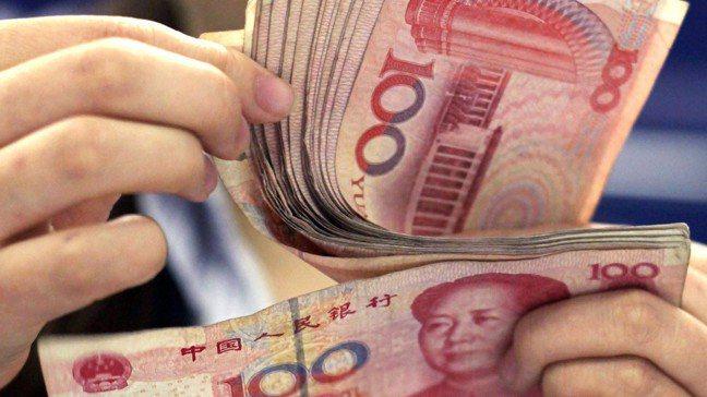 市場正再度熱議人民幣會不會「破7」。圖/美聯社