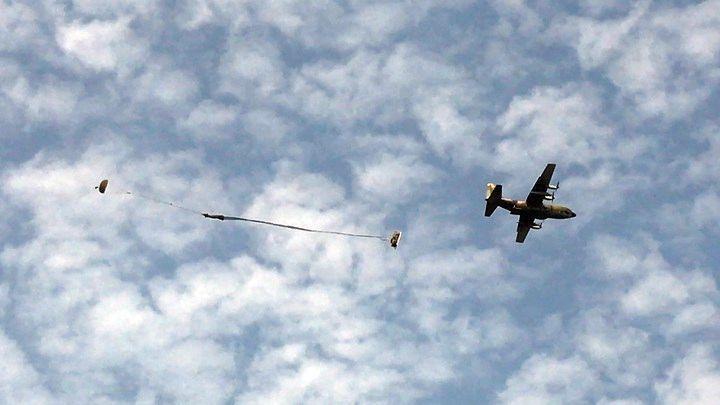 陸軍航特部空投連將在昌隆農場實施悍馬車重裝備空投任務。圖/陸軍司令部提供