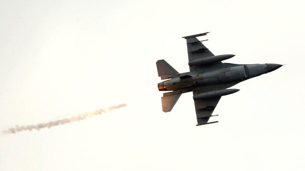 F-16戰機將會參與海軍艦隊演習。記者林澔一/攝影