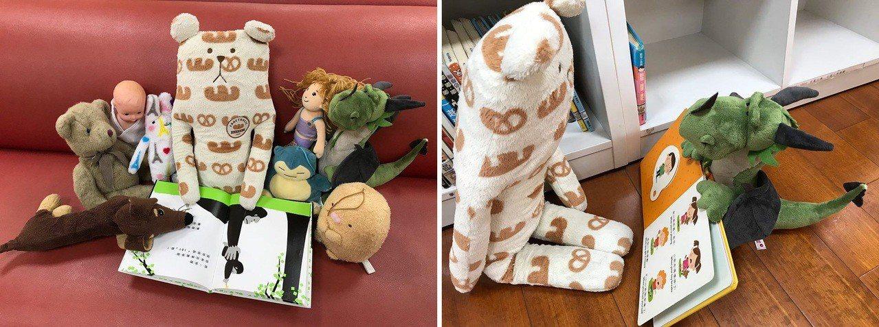 (左)蘆洲集賢分館的玩偶們開起繪本讀書會。(右)孩子的玩偶對小恐龍說:「讓我來講...