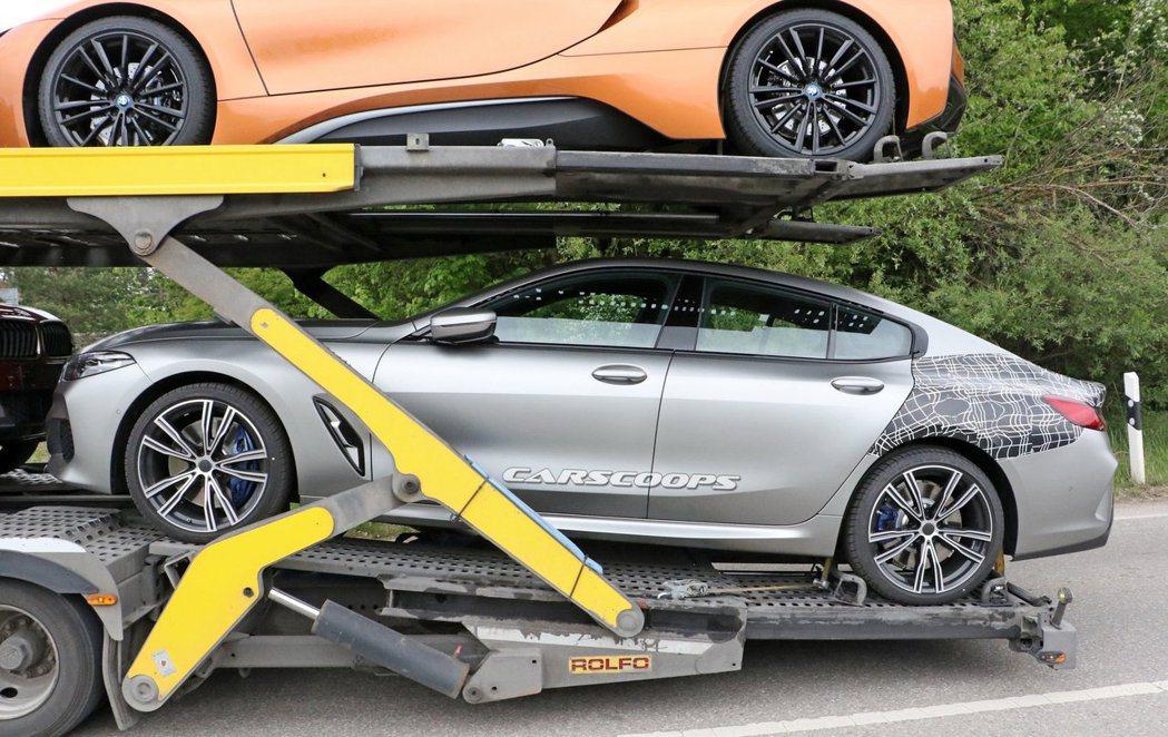 全新BMW 8 Series Gran Coupe (G16) 偽裝衣都快脫光了...