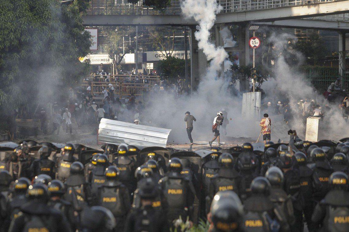 目前普拉博沃陣營否認「煽動暴亂」,但卻呼籲支持者們群起上街,「以和平理性的方式,...