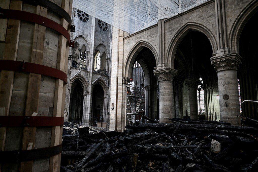 巴黎聖母院大火後院內一景。 圖/美聯社