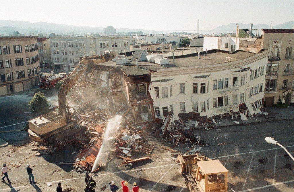 1989年,洛馬普里塔(Loma Prieta)地震,導致舊金山灣區超過400棟歷史建築受損。 圖/美聯社