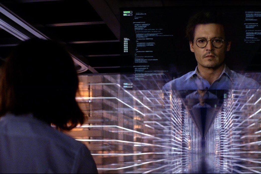 《全面進化》劇照。AI科學家死前將自己的大腦與人工智慧電腦連結並上傳網路,成為無所不在的人腦雲端智慧。 圖/Netflix